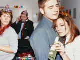 Cum sa faci fata cu brio petrecerii de Craciun de la job