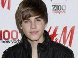 Justin Bieber a implinit 17 ani