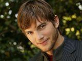 Ashton Kutcher s-a mutat intr-o rulota. Afla cat plateste pe luna!