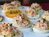 Oua umplute cu crab – un apritiv rafinat pentru masa de Paste