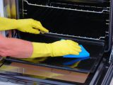 The may simple method of a clean oven with solutions House in dishes
