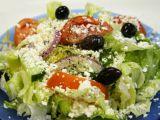 Salata mediteraneeana in stil grecesc! Este plina de vitamine