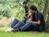 25 de melodii romantice pe care trebuie sa le asculti in serile de vara