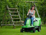 """Cel mai usor de manevrat tractoras de tuns iarba din Austria """"tunde"""" gazon romanesc"""