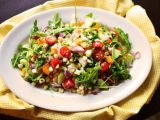 Salata curcubeu, perfecta pentru zilele caniculare de vara