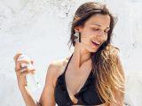 Dana Rogoz la plaja. Imagini spectaculoase cu tanara mamica