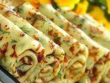Clatite cu verdeata si cascaval, ideale pentru o cina de rasfat