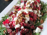 Salata de sezon cu sfecla si crema de branza