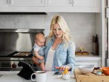 6 lucruri pe care sa nu i le spui unei mame care munceste