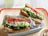 sandwich cu salata de pui