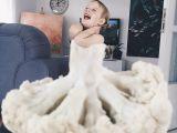 Isi imbraca copilul in flori si legume, iar rezultatele sunt uimitoare! Pozele au ajuns virale