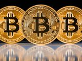 Bitcoin vs. cash: Top beneficii ale platilor in Bitcoin