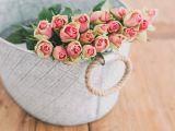 Cum sa pastrezi trandafirii in vaza cat mai mult timp. Trucuri de la florarese