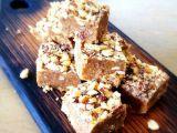 Prajitura raw-vegana cu alune de padure si cafea