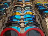 Vrei sa iti iei ochelari de soare? Afla ce se poarta anul acesta!