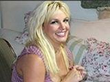 Britney Spears si-a agatat rochia de mireasa pe peretele din dormitor