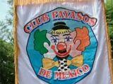 Clovnii mexicani se roaga in grup