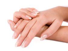 Cum sa-ti ingrijesti mainile si unghiile iarna
