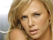 Ce-a fost si ce-a ajuns! Charlize Theron s-a ingrasat 16 kilograme!