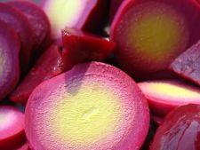 Oua murate cu sfecla rosie