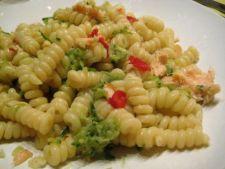 Salata de paste cu somon si rucola