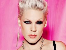 "Pink a lansat videoclipul ""Blow Me (One Last Kiss)"""