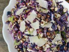 Salata de varza rosie cu alune de padure