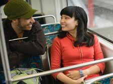 Cum sa initiezi o conversatie cu o persoana necunoscuta
