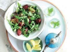 Salata calda cu anghinare si carnati
