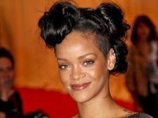 Rihanna este protagonista unui pictorial sexy pentru revista Complex