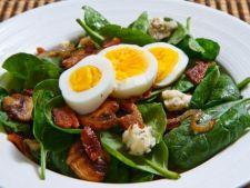 Salata calda cu spanac, bacon si ciuperci