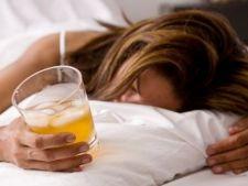 Studiu: Alcoolul consumat inainte de culcare afecteaza calitatea somnului