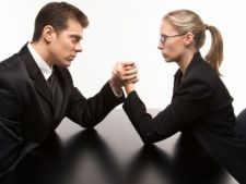 Cum sa reactionezi cand un coleg de serviciu te hartuieste, in functie de zodia ta
