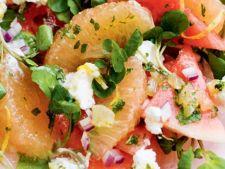 Salata de grepfrut rosu si sos de ricotta