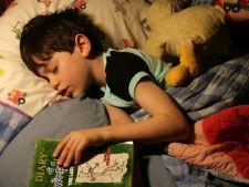 Orele neregulate de somn pot afecta creierul copiilor