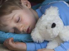 De ce copilul tau uda patul si ce poti face pentru a scapa de aceasta problema