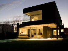 Fatada neagra in decorarea casei: mister si eleganta