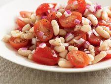 Salata satioasa de fasole si rosii