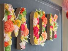 How can you get the     decoratiune 3D of letters and flowers