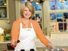Bucatari celebri: Martha Stewart - Pui mediteranean cu masline verzi si capere pentru o cina deosebita