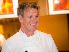 Bucatari celebri: Gordon Ramsay - sufleuri cu banane si fructul pasiunii, un desert sofisticat pentru sarbatori