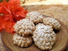 Retete de sezon: Biscuiti cu seminte de pin