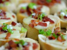 Tartine cu branza Cheddar si bacon