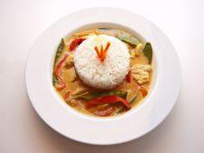 Deliciu thailandez pentru iubitorii bucatariei picante: peste si curry