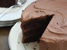 Desert estival pentru pofticiosi: tort racoritor cu ciocolata si menta