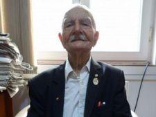 """Centenarul care a absolvit liceul la 72 de ani, dar care a avut mereu """"dragostea de carte in minte"""""""