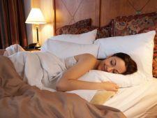 10 metode ciudate ca sa dormi mai bine