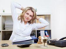 Gimnastica la birou. 6 miscari pe care poti sa le faci pentru o sanatare de fier
