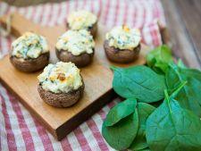 Aperitiv pentru masa de Anul Nou: ciuperci umplute cu 4 feluri de branza