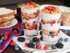 Mic dejun simplu si rapid: parfait cu fructe si iaurt